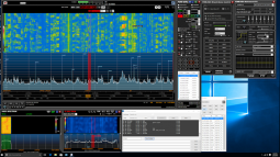 FDM-SW2 software during DX contest with DX spotting on.